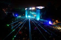 ΦΕΣΤΙΒΑΛ ΜΟΥΣΙΚΗΣ ΕΞΟΔΩΝ - πλήθος μπροστά από τη σκηνή χώρων χορού Στοκ φωτογραφίες με δικαίωμα ελεύθερης χρήσης