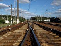 φθάνει σιδηρόδρομος πλατφορμών για να εκπαιδεύσει Στοκ Εικόνα