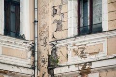 Φθαρμένο ιστορικό κτήριο Στοκ φωτογραφία με δικαίωμα ελεύθερης χρήσης
