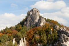 Φθινοπωρινή άποψη από τα δύσκολα βουνά Sulov - sulovske skaly Στοκ Εικόνα