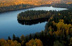 Φθινοπωρινή άποψη μιας φινλανδικής λίμνης στοκ φωτογραφίες με δικαίωμα ελεύθερης χρήσης