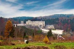 Φθινοπωρινή άποψη σχετικά με το κάστρο Cesky Sternberk Στοκ Εικόνα