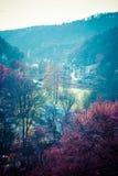 Φθινοπωρινός δασικός και άσπρος βράχος, εθνικό πάρκο Ojcowski, Ojcow, Πολωνία Στοκ εικόνα με δικαίωμα ελεύθερης χρήσης