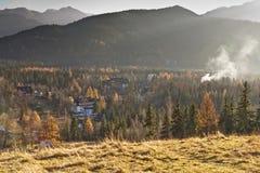φθινοπωρινό τοπίο πόλεων που περιβάλλει zakopane Στοκ εικόνα με δικαίωμα ελεύθερης χρήσης