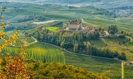 Φθινοπωρινό τοπίο Castel Thun, που βρίσκεται στην κοινότητα του τόνου χαμηλότερο Val Di Non, Trentino Alto Adige, Ιταλία Στοκ Φωτογραφίες
