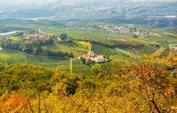 Φθινοπωρινό τοπίο Castel Thun, που βρίσκεται στην κοινότητα του τόνου χαμηλότερο Val Di Non, Trentino Alto Adige, Ιταλία Στοκ Φωτογραφία