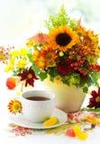 φθινοπωρινό τσάι λουλο&upsilon Στοκ φωτογραφία με δικαίωμα ελεύθερης χρήσης