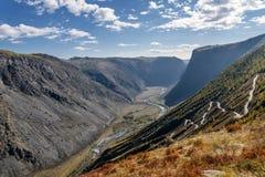 Φθινόπωρο κοιλάδων οδικών περασμάτων βουνών Στοκ φωτογραφίες με δικαίωμα ελεύθερης χρήσης