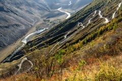Φθινόπωρο κοιλάδων οδικών περασμάτων βουνών Στοκ εικόνα με δικαίωμα ελεύθερης χρήσης