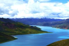 Φθινόπωρο λιμνών Yamdrok στοκ φωτογραφία