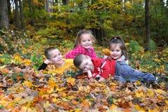 Φθινόπωρο με την οικογένεια Στοκ φωτογραφία με δικαίωμα ελεύθερης χρήσης