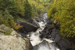 Φθινόπωρο ποταμών λευκών φυσικό Στοκ εικόνες με δικαίωμα ελεύθερης χρήσης