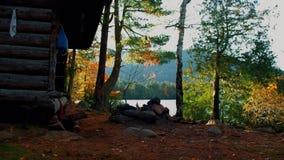 Φθινόπωρο/πτώση στη θέση για κατασκήνωση λιμνών Copperas στην υψηλή περιοχή αιχμών βουνών Adirondack απόθεμα βίντεο