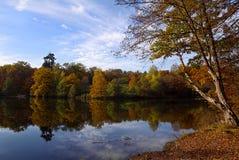Φθινόπωρο στη λίμνη Στοκ εικόνα με δικαίωμα ελεύθερης χρήσης