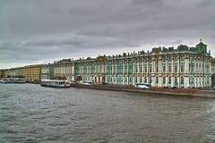 Φθινόπωρο στη Αγία Πετρούπολη Το χειμερινό παλάτι Στοκ Εικόνα