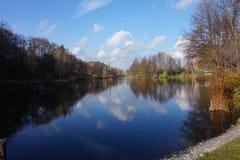 Φθινόπωρο στη βόρεια Ουκρανία στο πάρκο Mezhigorie Στοκ Εικόνες