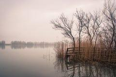 Φθινόπωρο στον ποταμό στοκ φωτογραφίες με δικαίωμα ελεύθερης χρήσης