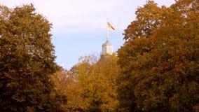 Φθινόπωρο E Σημαία της Καρλσρούης Γερμανία απόθεμα βίντεο
