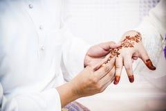 Φθορά του γαμήλιου δαχτυλιδιού στοκ εικόνες με δικαίωμα ελεύθερης χρήσης