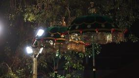 Φθορισμού και ζωηρόχρωμα μπλε parasols, Poonam απόθεμα βίντεο