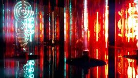 Φθορισμού λαμπτήρες με το κόκκινο, μπλε, ιώδες φως απόθεμα βίντεο