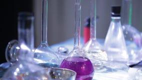 Φιάλες με το χημικό υγρό απόθεμα βίντεο
