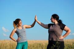 Φιλία, κίνητρο, ομάδα workout, απώλεια βάρους στοκ φωτογραφία