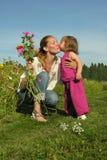 Φιλί μητέρας στοκ εικόνες