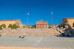 ΦΙΛΑΔΕΛΦΕΙΑ, ΗΠΑ - 22 ΝΟΕΜΒΡΊΟΥ 2016: Ανατολικών εισόδων και του Βορρά Μουσείων Τέχνης κτήρια φτερών και κενό κύριο plaza με Στοκ φωτογραφία με δικαίωμα ελεύθερης χρήσης