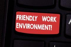 Φιλικό περιβάλλον εργασίας κειμένων γραφής Έννοια που σημαίνει ενσωματώνοντας την ισχυρότερη κοινωνική βασική πρόθεση πληκτρολογί στοκ εικόνα με δικαίωμα ελεύθερης χρήσης