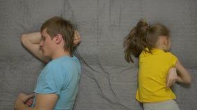 Φιλονικίες πατέρων με την κόρη απόθεμα βίντεο