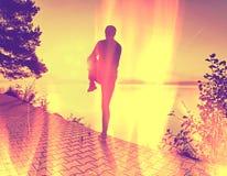 φιλτραρισμένος Άτομο που τρέχει στην παραλία ακτών, αθλητικό μάθημα στοκ φωτογραφία με δικαίωμα ελεύθερης χρήσης