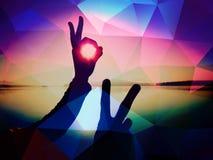 φιλτραρισμένος Shadowplay σύμβολο χεριών χέρια αέρα στοκ εικόνες