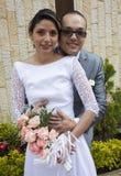 φιλώντας γαμήλιες νεολ&alp Στοκ εικόνες με δικαίωμα ελεύθερης χρήσης