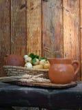 Φινιστρίνι του ψωμιού και της κανάτας Στοκ Εικόνα