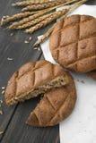 Φινλανδική σίκαλη flatbread με spikelets σίκαλης στοκ φωτογραφίες με δικαίωμα ελεύθερης χρήσης