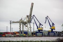 Φινλανδία, λιμένας Pori, πελεκάνοι χάλυβα, βιομηχανικό τοπίο με τα φω'τα Στοκ Εικόνες