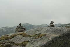 Φιορδ βουνών θερινού τουρισμού της Νορβηγίας στοκ φωτογραφία με δικαίωμα ελεύθερης χρήσης
