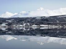 Φιορδ καθρεφτών της Νορβηγίας στοκ φωτογραφίες με δικαίωμα ελεύθερης χρήσης
