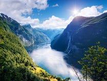 Φιορδ Geirangerfjord και ο καταρράκτης επτά αδελφών, Νορβηγία Στοκ εικόνα με δικαίωμα ελεύθερης χρήσης