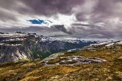 Φιορδ στον τρόπο σε Trolltunga, Νορβηγία Στοκ Εικόνες