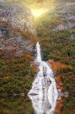 φιορδ geiranger Νορβηγία θαυμάσιος καταρράκτης στο ηλιοβασίλεμα στη Νορβηγία Στοκ εικόνες με δικαίωμα ελεύθερης χρήσης