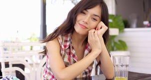 Φιλική ευτυχής γυναίκα με ένα καλό χαμόγελο Στοκ Εικόνα