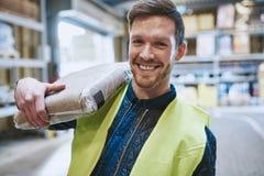 Φιλικός ευτυχής εργαζόμενος αποθηκών εμπορευμάτων Στοκ Φωτογραφία