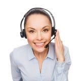 Φιλικός θηλυκός χειριστής γραμμών βοήθειας με τα ακουστικά στοκ φωτογραφίες