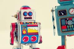 Φιλτραρισμένα εκλεκτής ποιότητας ρομπότ παιχνιδιών κασσίτερου που απομονώνονται στο άσπρο υπόβαθρο Στοκ Εικόνες