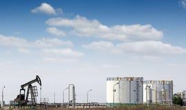 φιλτραρισμένο κόκκινο αντλιών πετρελαίου γρύλων εικόνας Στοκ Φωτογραφίες