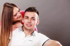 φιλώντας γυναίκα ανδρών ζεύγος ευτυχές Αγάπη στοκ φωτογραφία με δικαίωμα ελεύθερης χρήσης