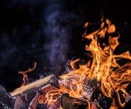 Φλεμένος κούτσουρα, υπόβαθρο φλογών πυρκαγιάς στοκ φωτογραφία με δικαίωμα ελεύθερης χρήσης