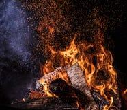 Φλεμένος κούτσουρα, υπόβαθρο φλογών πυρκαγιάς στοκ εικόνες με δικαίωμα ελεύθερης χρήσης